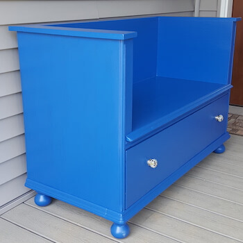 Vibrant Blue allow this Bench to Shine in any Corner